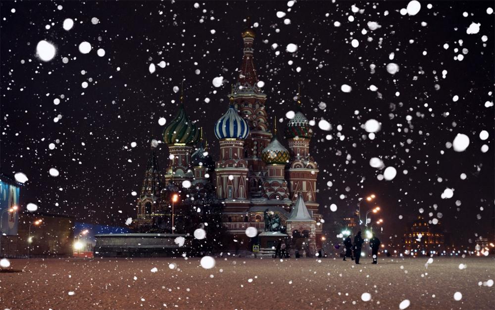 собор и большие хлопья снега
