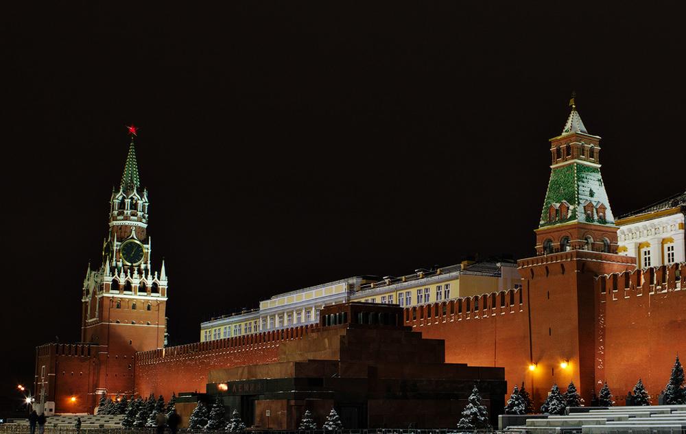 две башни ночью фото
