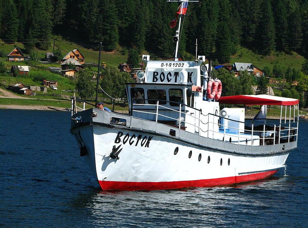 экскурсионный кораблик