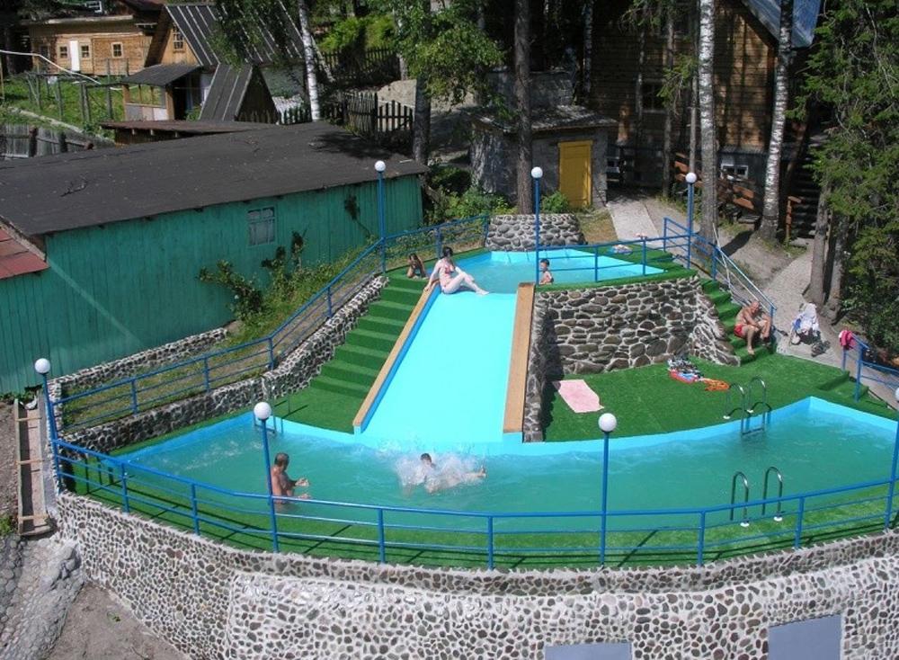 бассейн с теплой водой