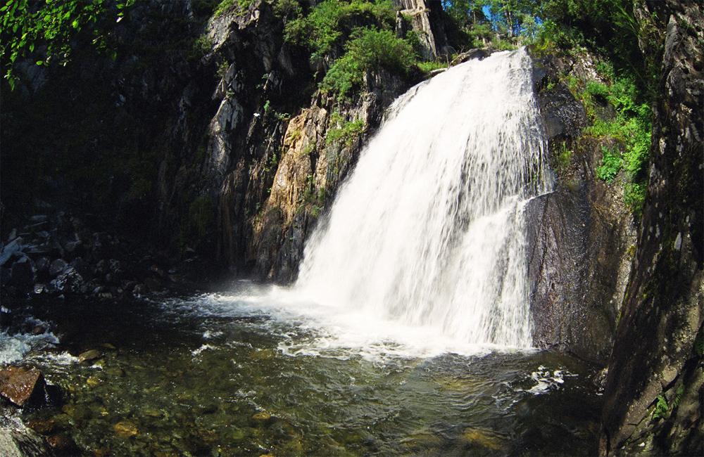 водопад с чистейшей водой