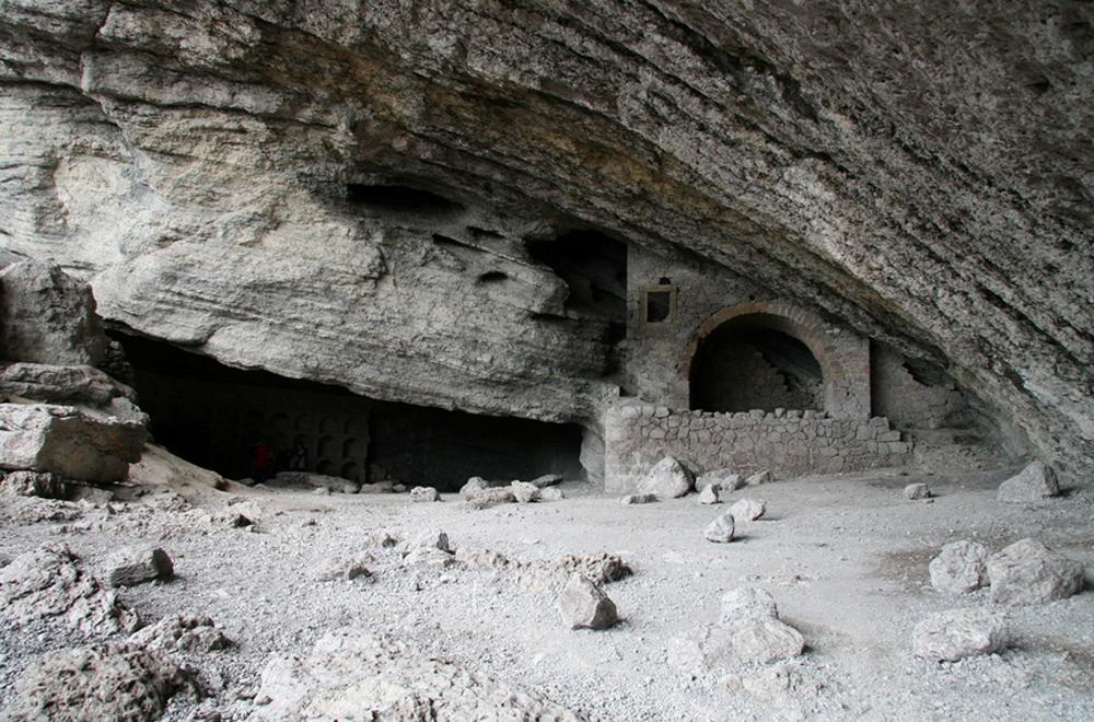 фото большой свод пещеры