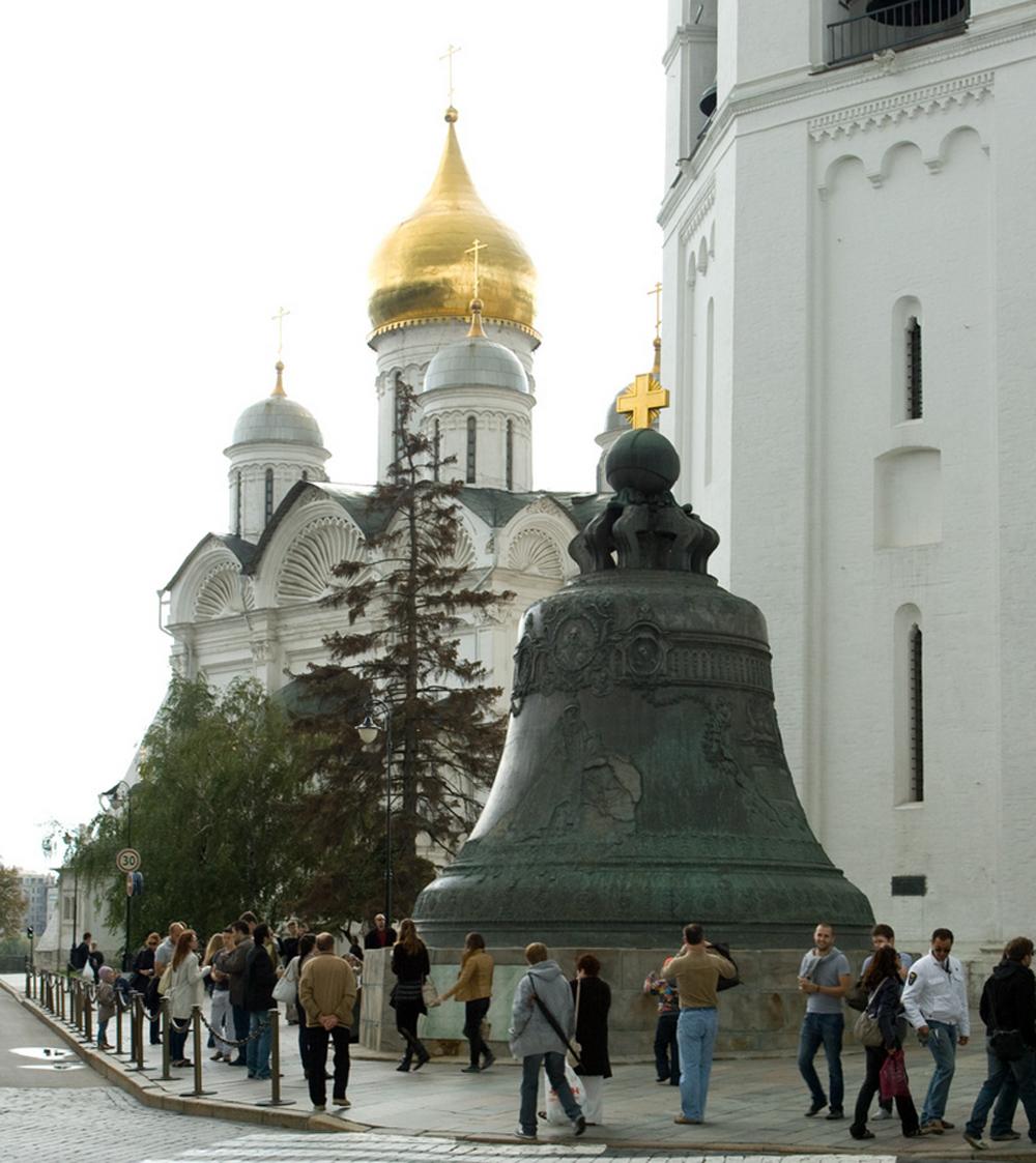 царь-колокол и туристы