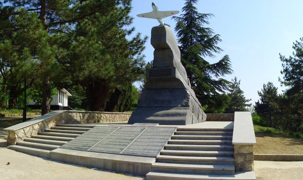 Малахов курган памятник самолет