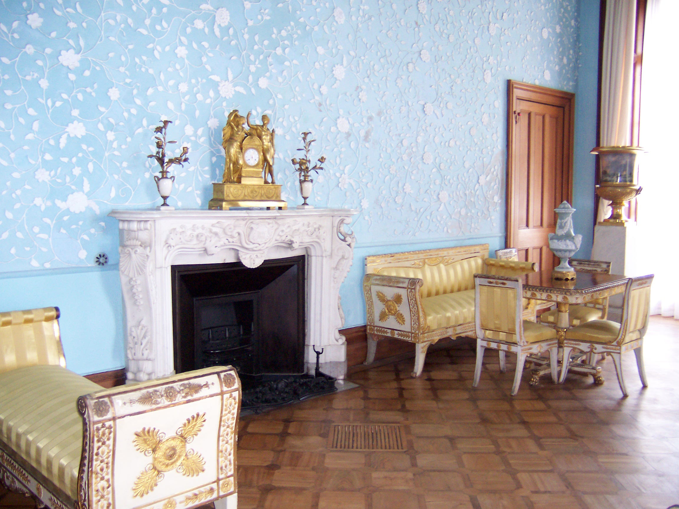Голубая гостинная