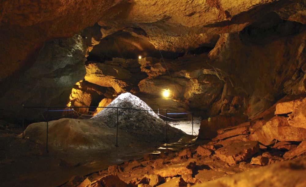 в залах пещеры Трехлазки
