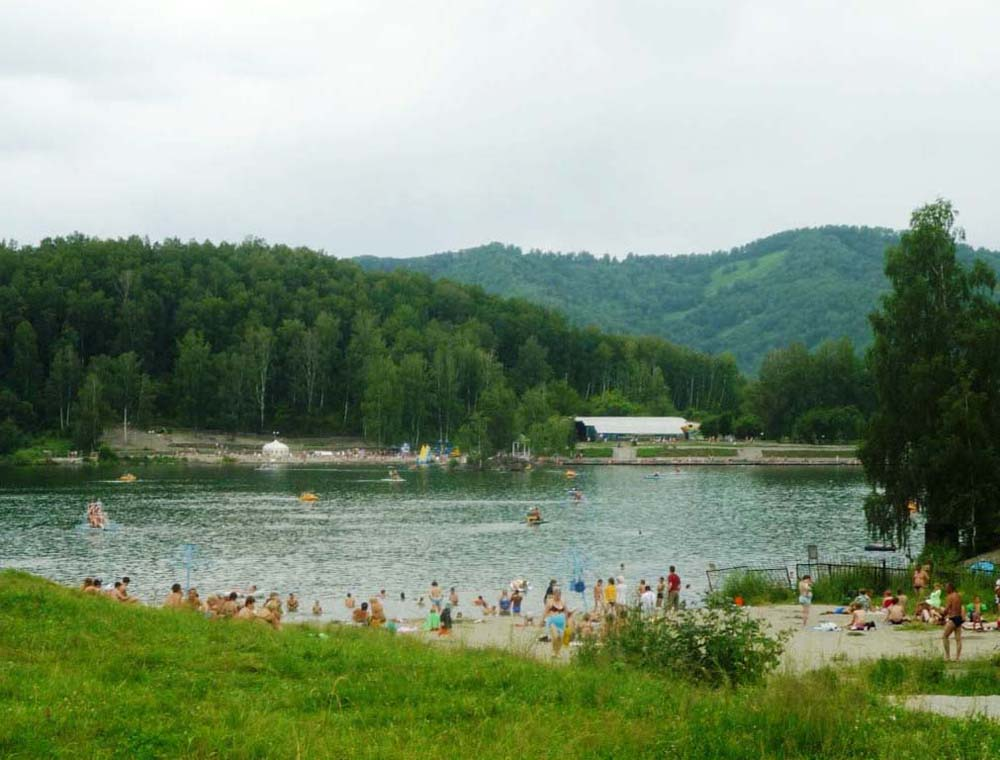 пляж на озере