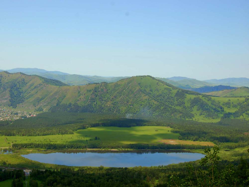 озеро Манжерок издалека