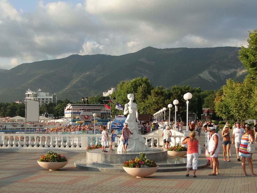 статуя на набережной