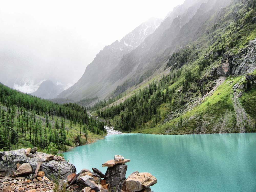 живописный вид горного Алтая