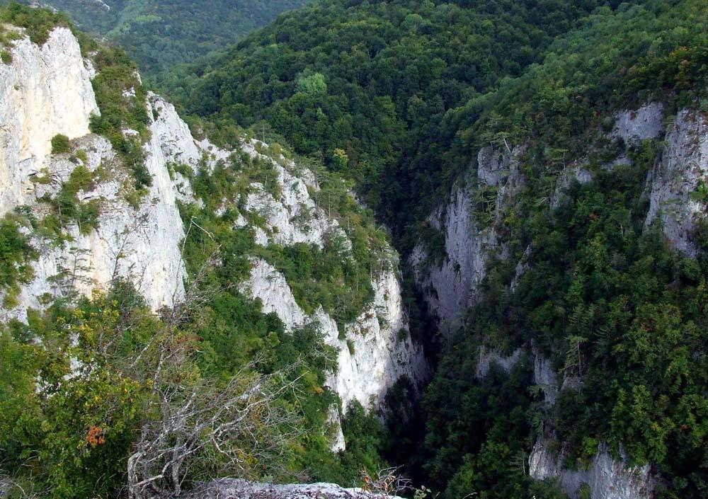 потрясающее зрелище с вершины горы