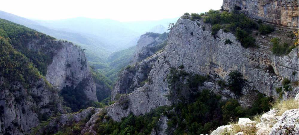 отвесные стены каньона