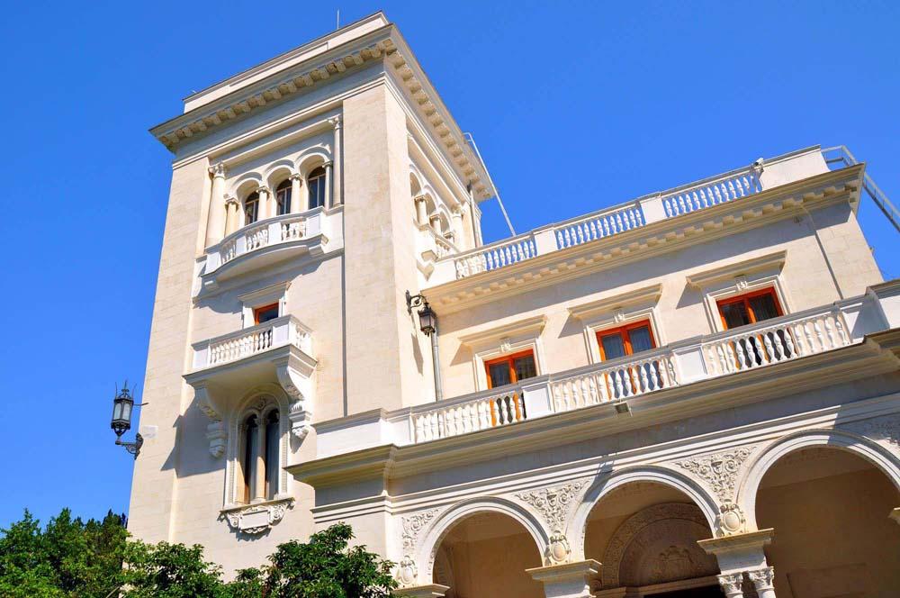 окна кабинета императора