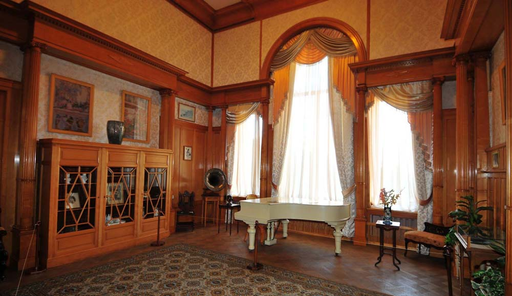 рояль в гостинной