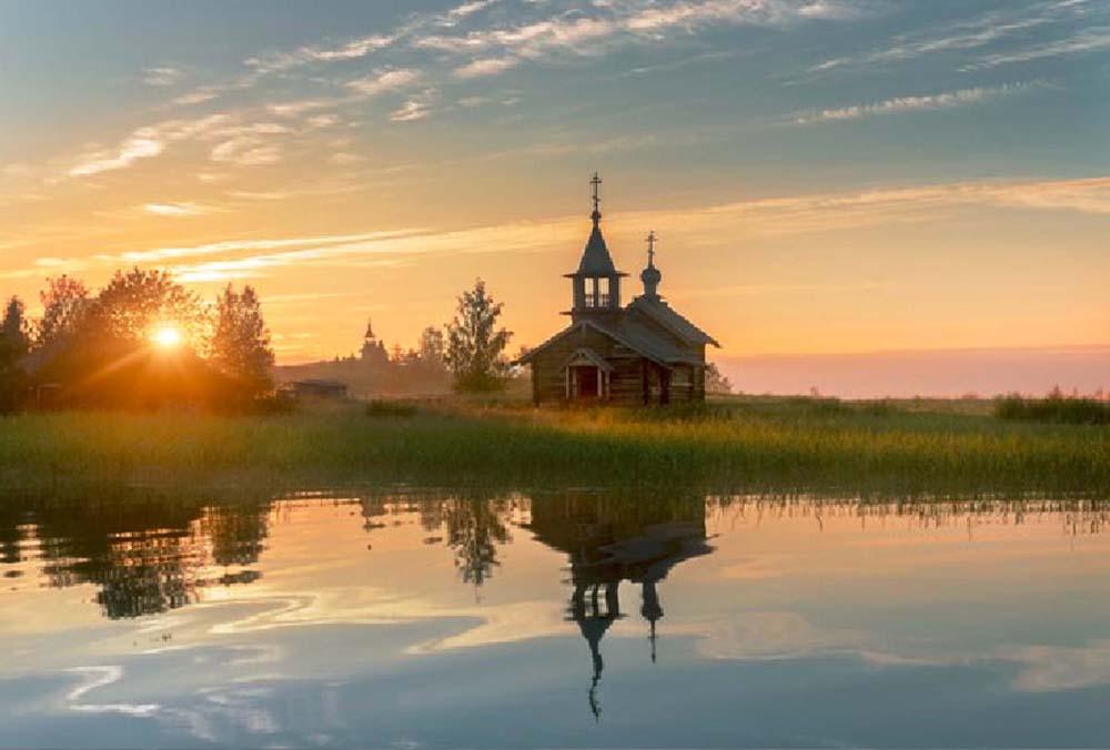 одна из церквей на восходе