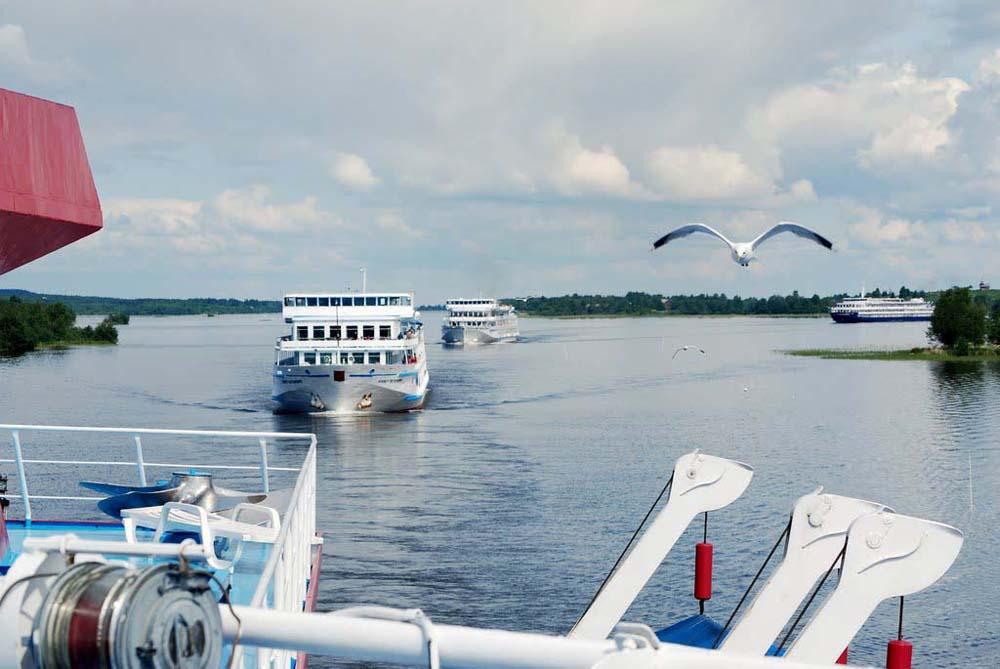 караваны туристов на Онежском озере