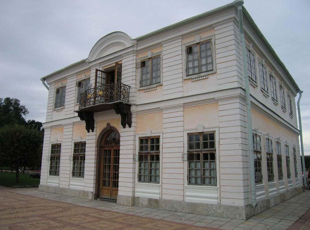 достопримечательность Петергофа - Дворец Марли
