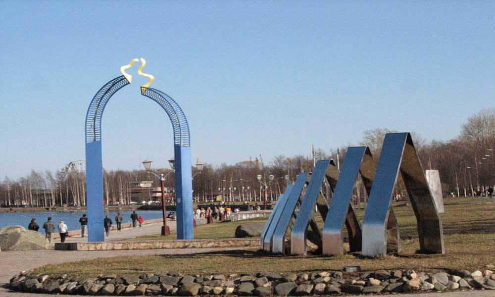 памятник на набережной