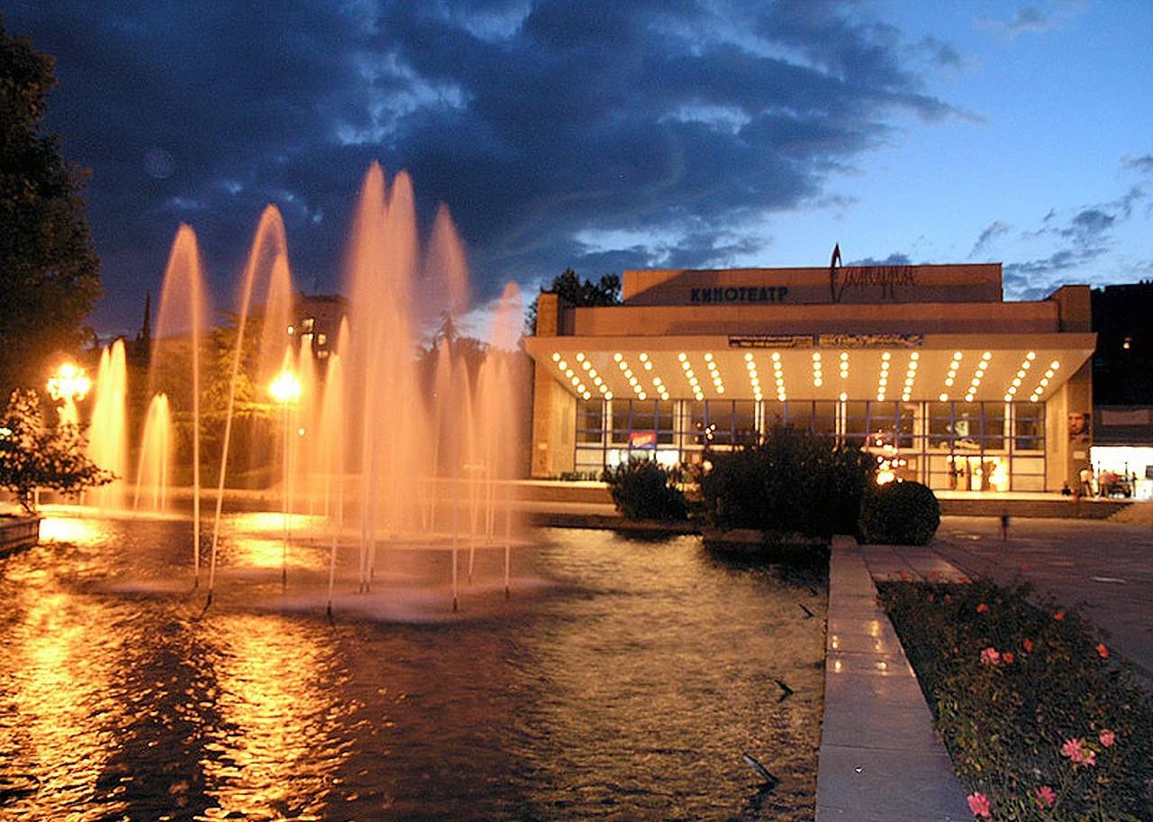 В центре Ялты вечером