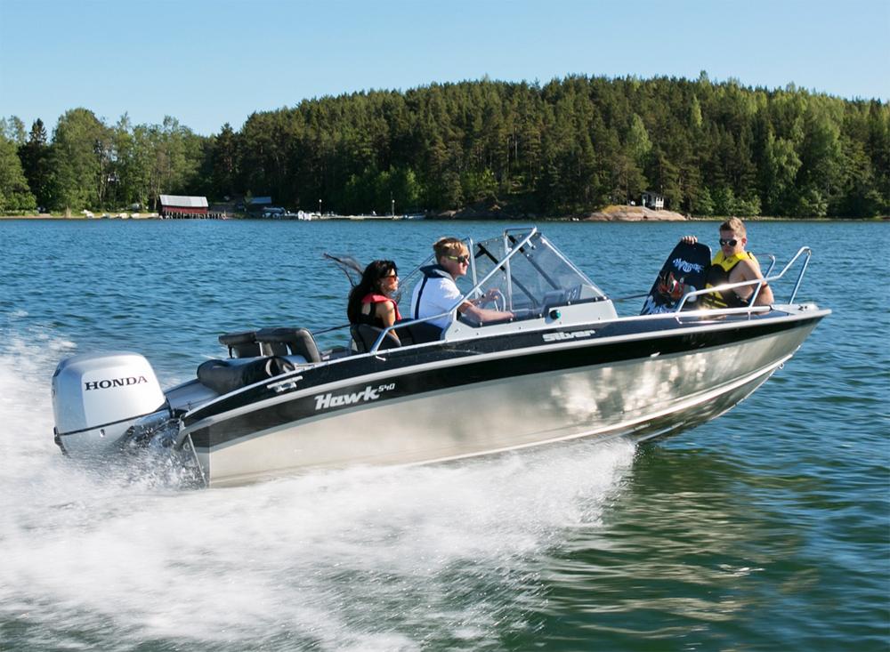 катание по озеру на скоростном катере