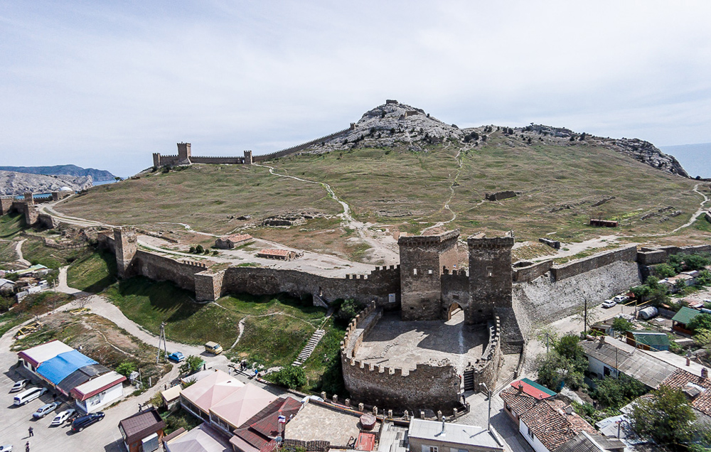 вход в Генуэзскую крепость