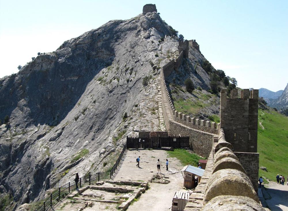 стены крепости фото