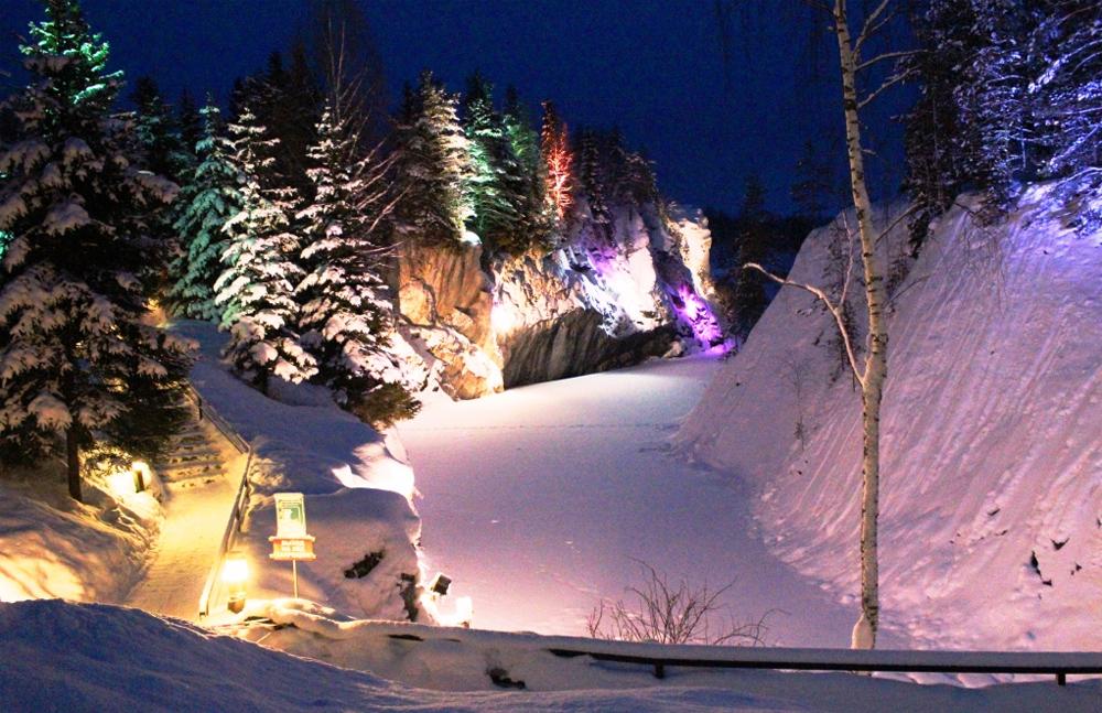 подсветка каньона зимой
