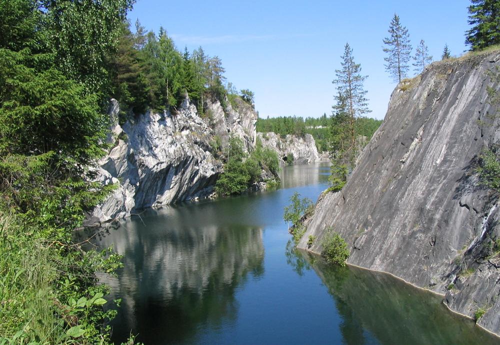мраморные скалы в Карелии