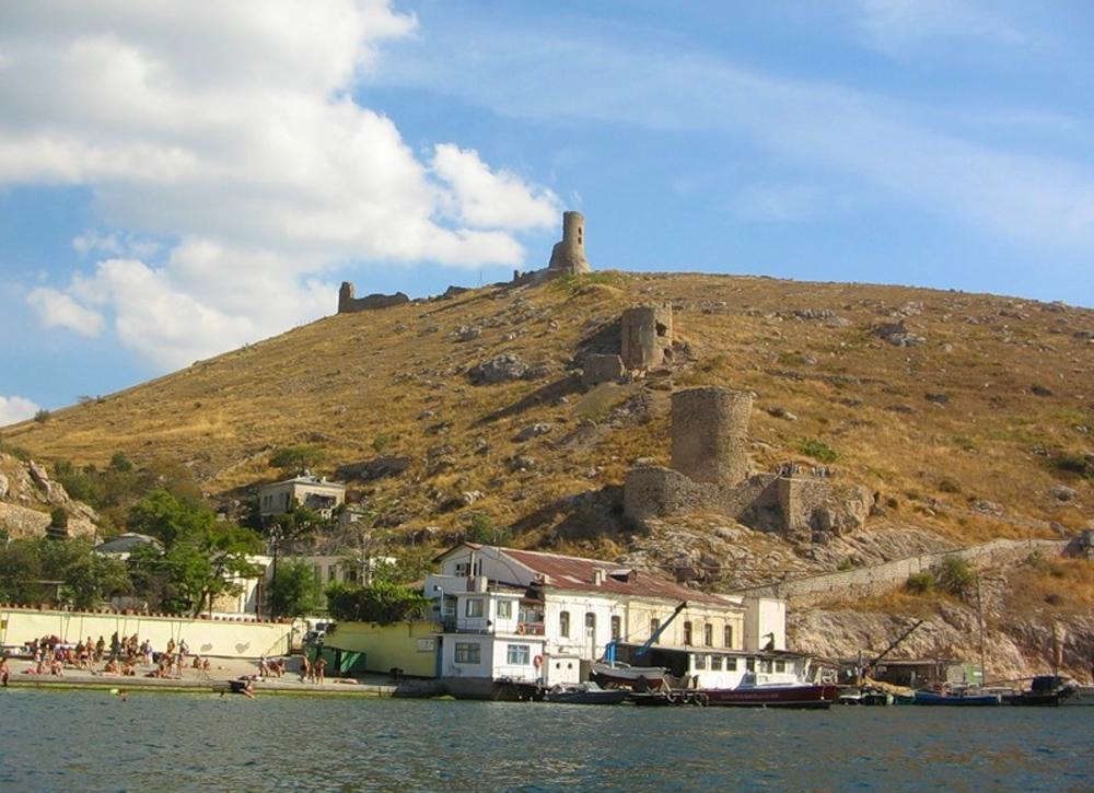 Генуэзская крепость 8