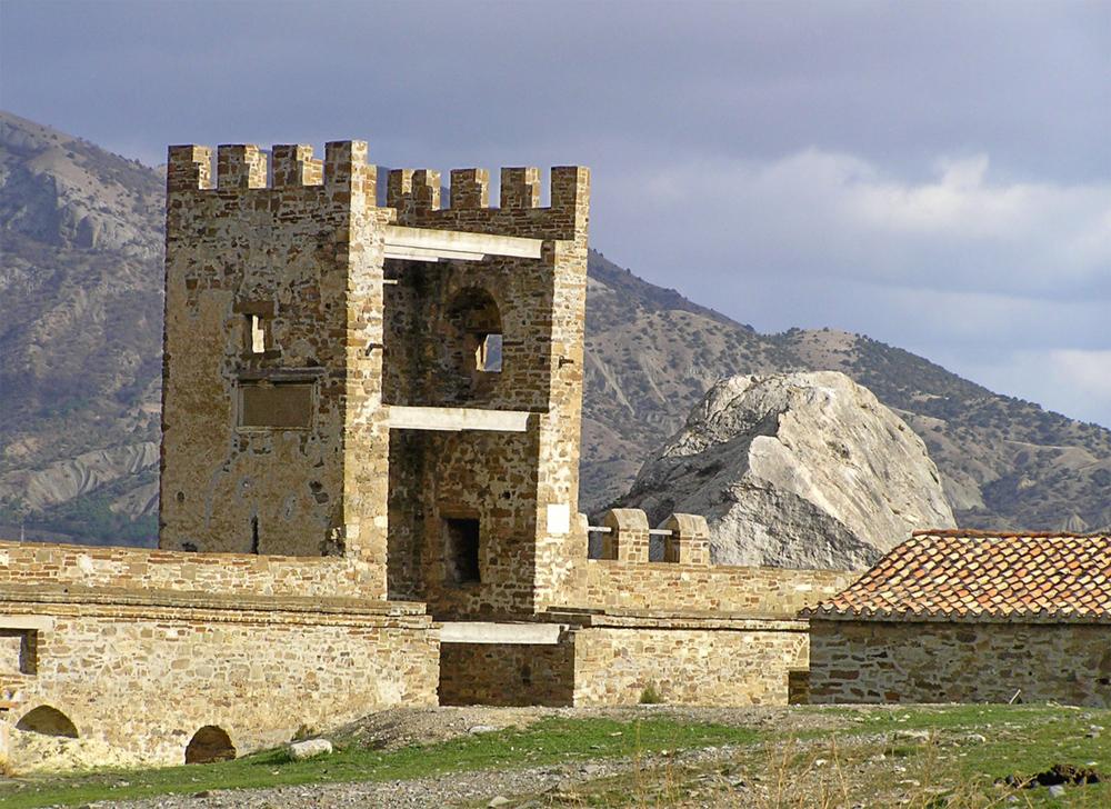 Генуэзская крепость 9