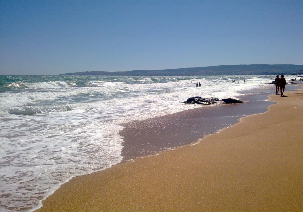 песчаный пляж феодосии