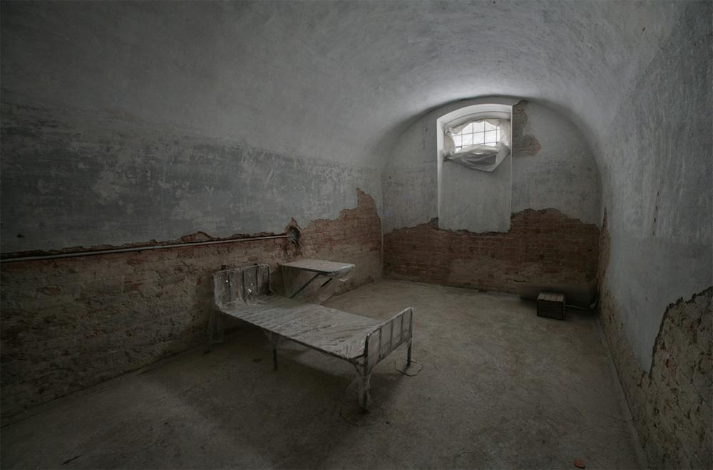 своды коридора тюрьмы