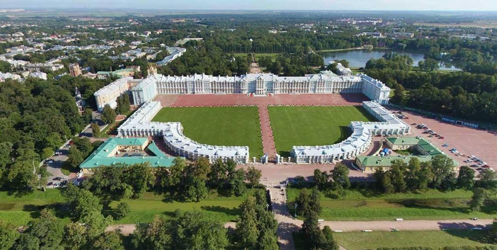 масштабный вид дворца