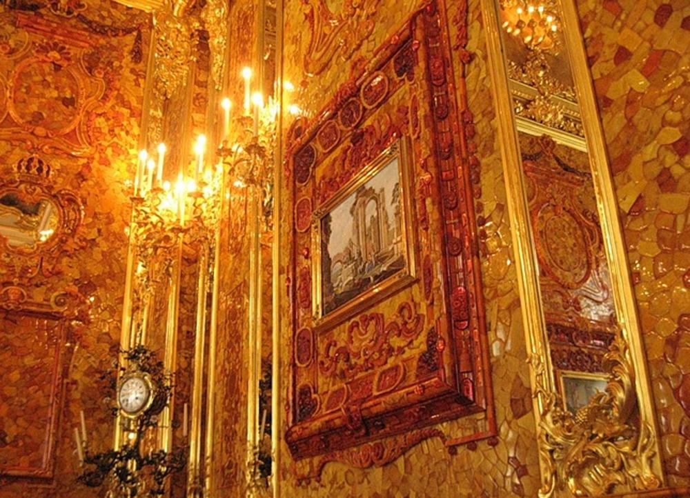 стены в Янтарной комнате крупным планом