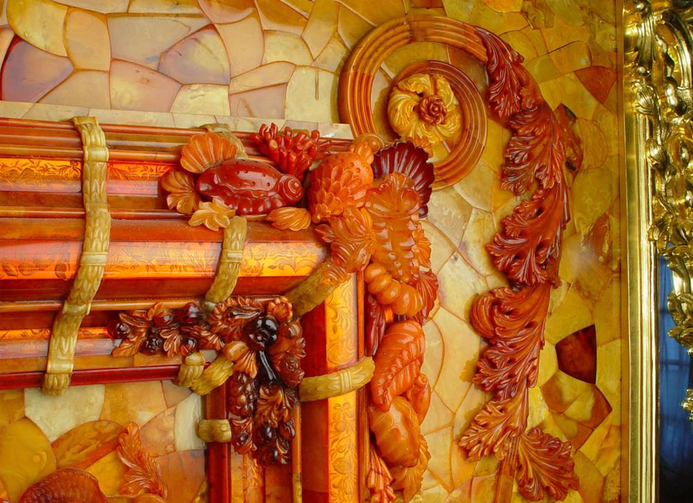 барельеф из янтаря