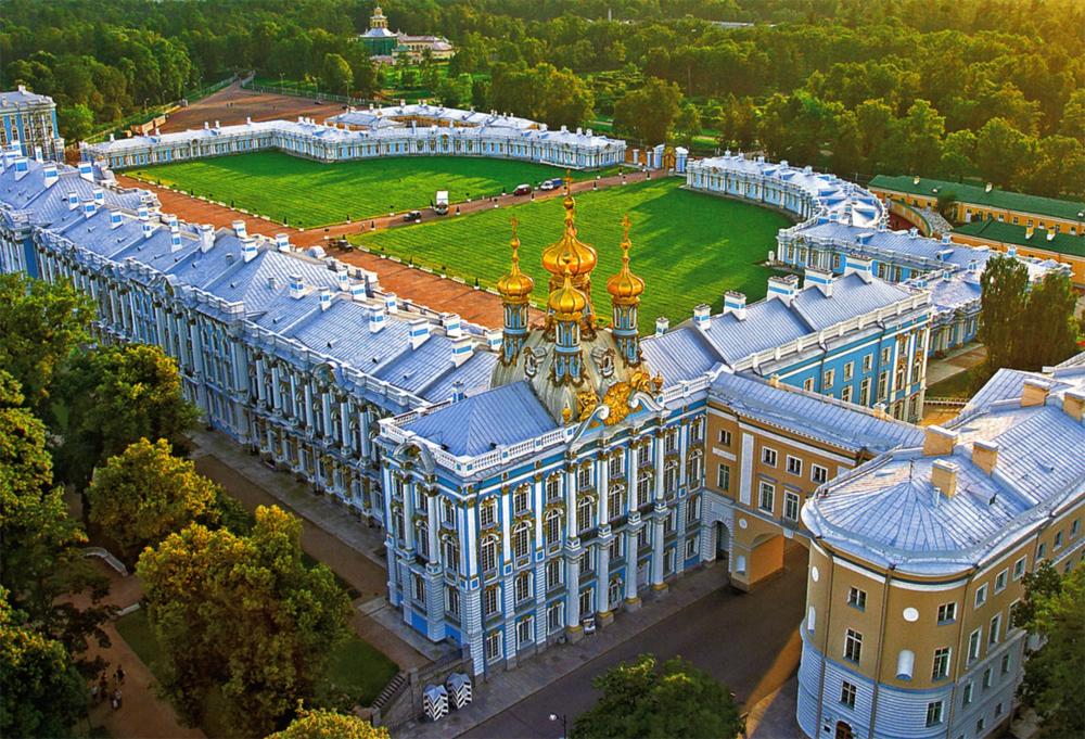 вид дворца с верху