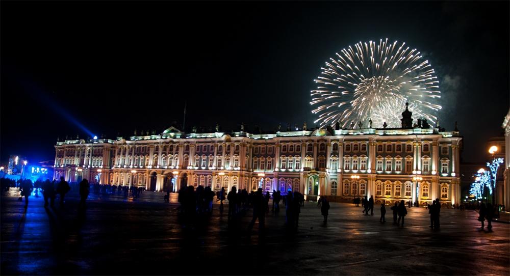 Зимний дворец ночью