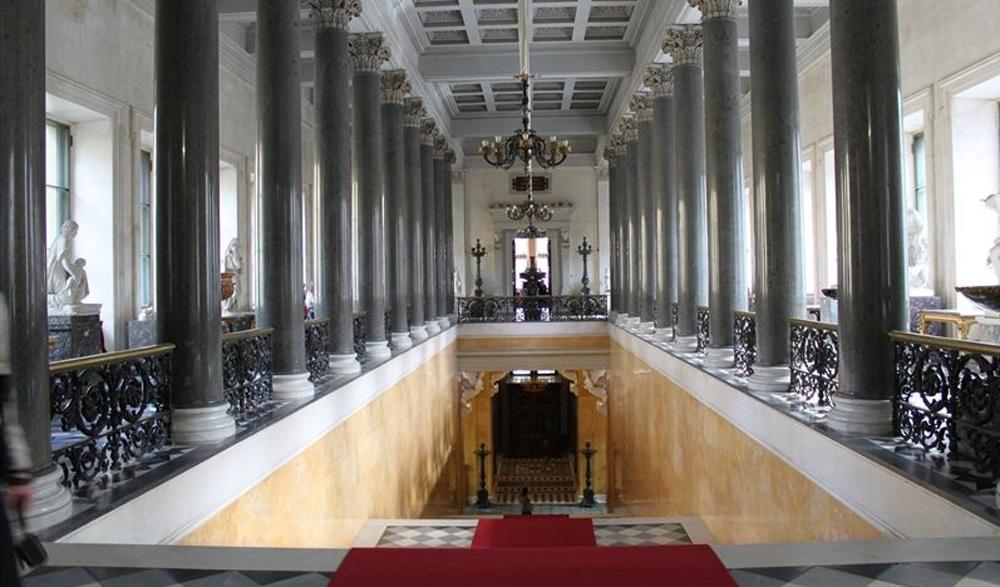 коридор с колоннами