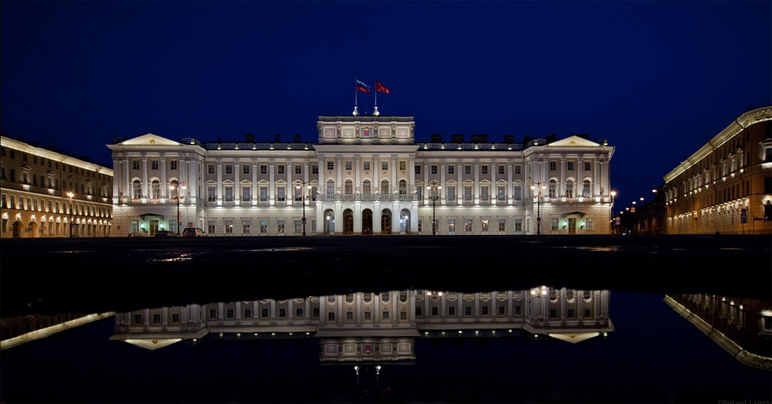 Мраморный дворец ночью