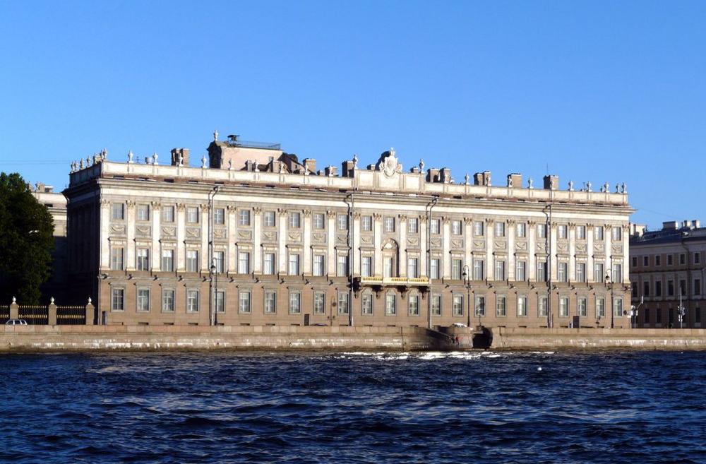 Мраморный дворец набережная