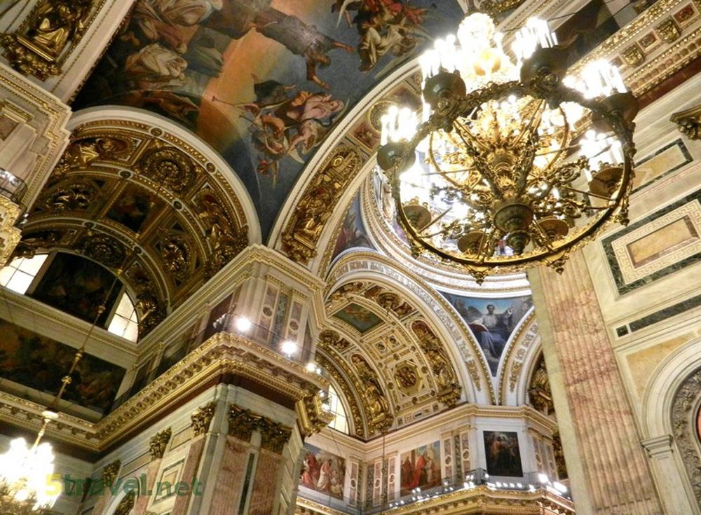 шикарная люстра собора