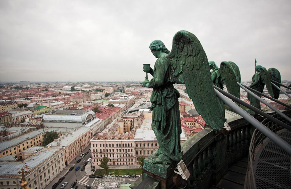 архангел на фасаде
