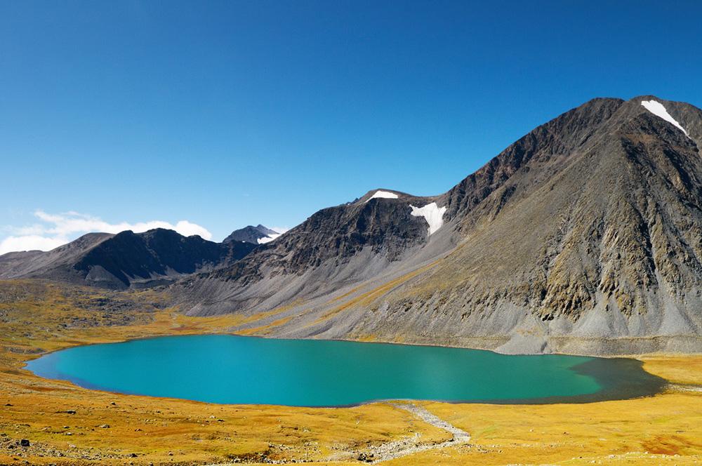 Бирюзовый цвет озера