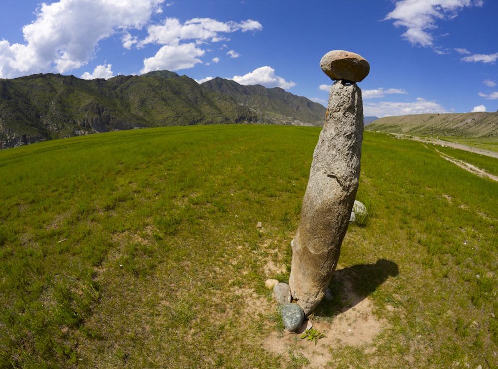 Отдельно стоящий каменный гриб