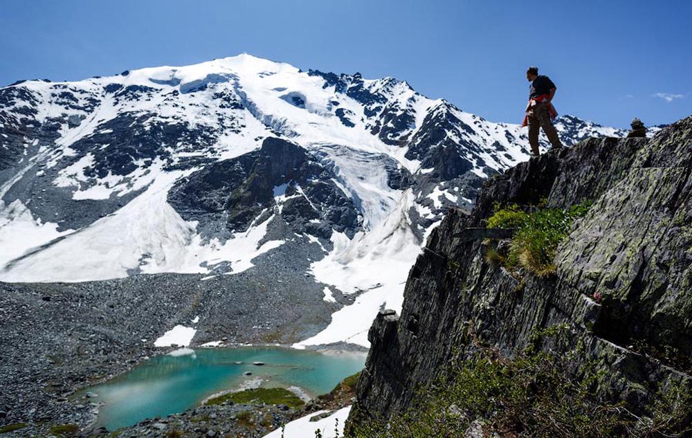 Вид с гор на озера зимой