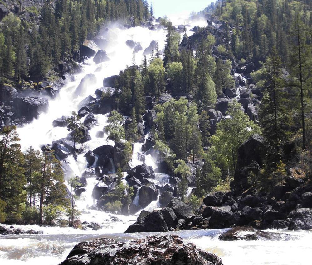 Горно-Алтайский каскадный водопад Учар