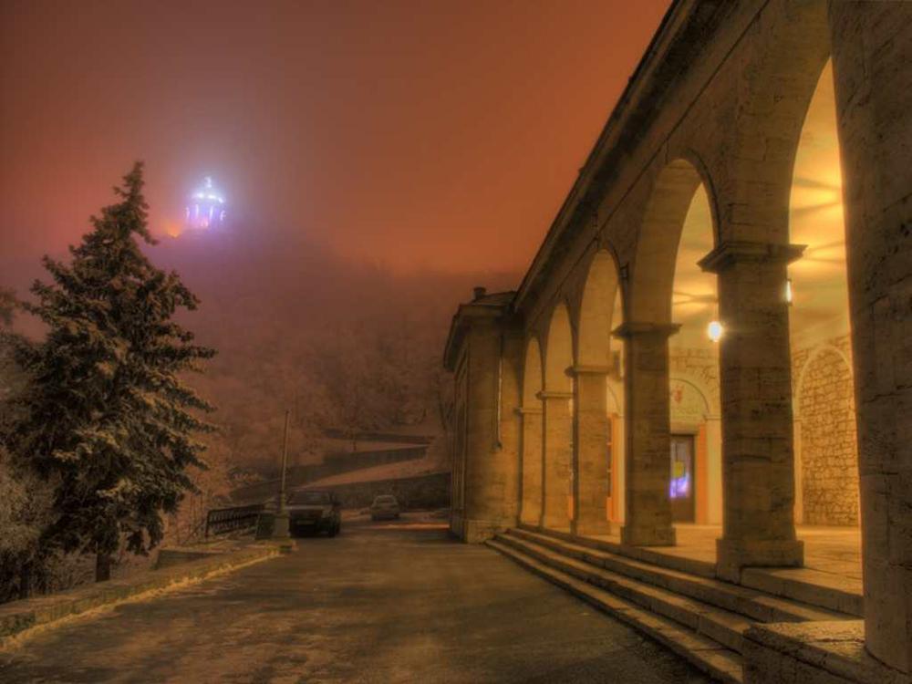 Академическая галерея и Эолова арфа зимой