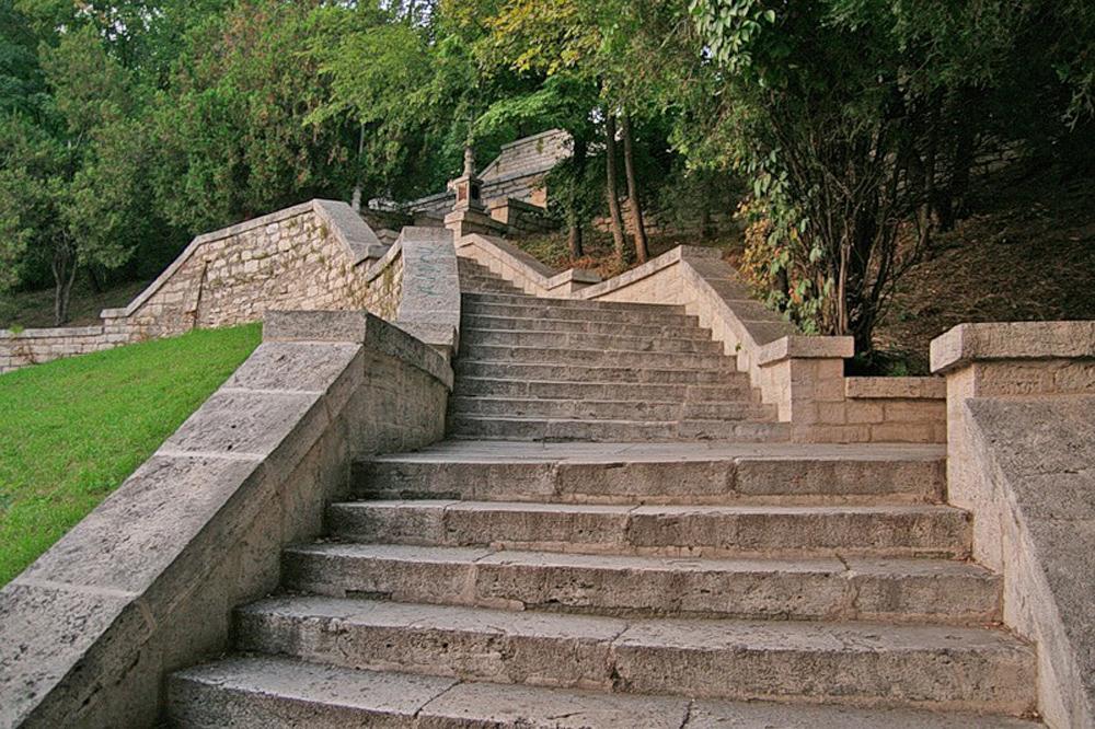 Академическая галерея лестница