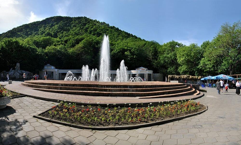 фонтан перед нарзанной галерей