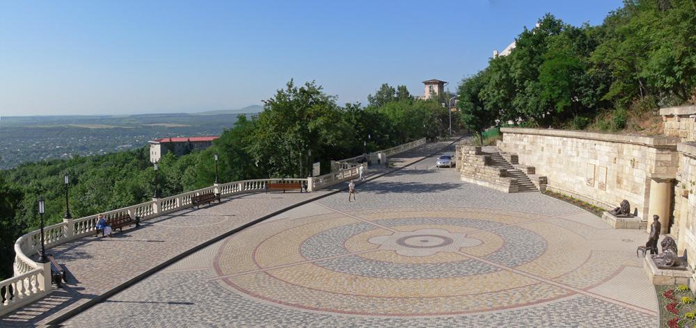 Провал в Пятигорске площадь перед входом